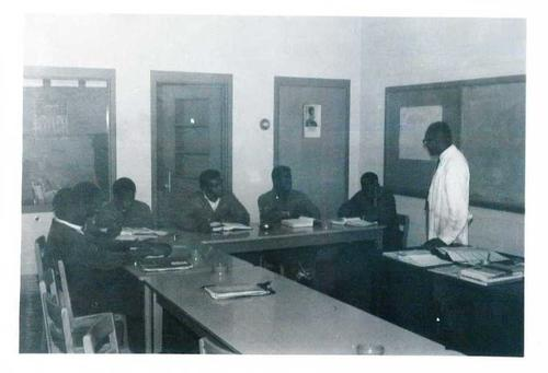 Digitized by J.F. Drake Memorial LRC; Alabama A&M University., Faculty member teaching six students.